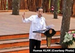Jokowi memberikan sambutan dalam Festival Kehutanan Nasional di Mangunan, Yogyakarta, Jumat 28 September 2018. (Foto courtesy: Humas KLHK)