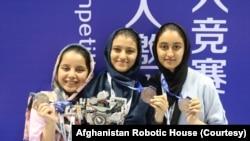 د افغانستان روبات جوړوونکې انجونې