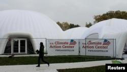 反对川普总统气候政策的美国团体在第23届联合国气候变化大会于德国波恩召开之际搭起的帐篷。(2017年11月9日)