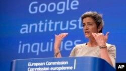 마그레트 베스타거 유럽연합 집행위원회 경쟁담당 집행위원이 15일 브뤼셀에서 기자회견을 갖고 구글의 반 독점법 위반 혐의에 대한 본격적인 조사에 착수할 것이며 그 같은 혐의가 사실로 확인되면 법적 조처를 가할 것이라고 밝혔다.