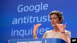 Ủy viên Châu Âu phụ trách cạnh tranh, Margrethe Vestager nói về Google trong một cuộc họp báo ở Brussels, 15/4/15