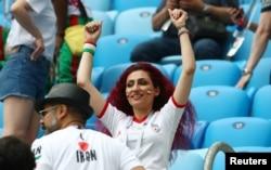زنان ایرانی تقریبا نیمی از طرفداران تیم ملی ایران در ورزشگاه بودند.