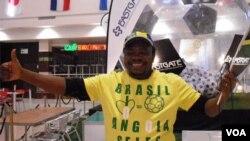 Yon fanatik foutbòl nan Afrik di Sid