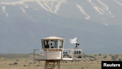 A United Nations observation tower overlooking Syria is seen near the Kuneitra border crossing in the Golan Heights, May 8, 2013.