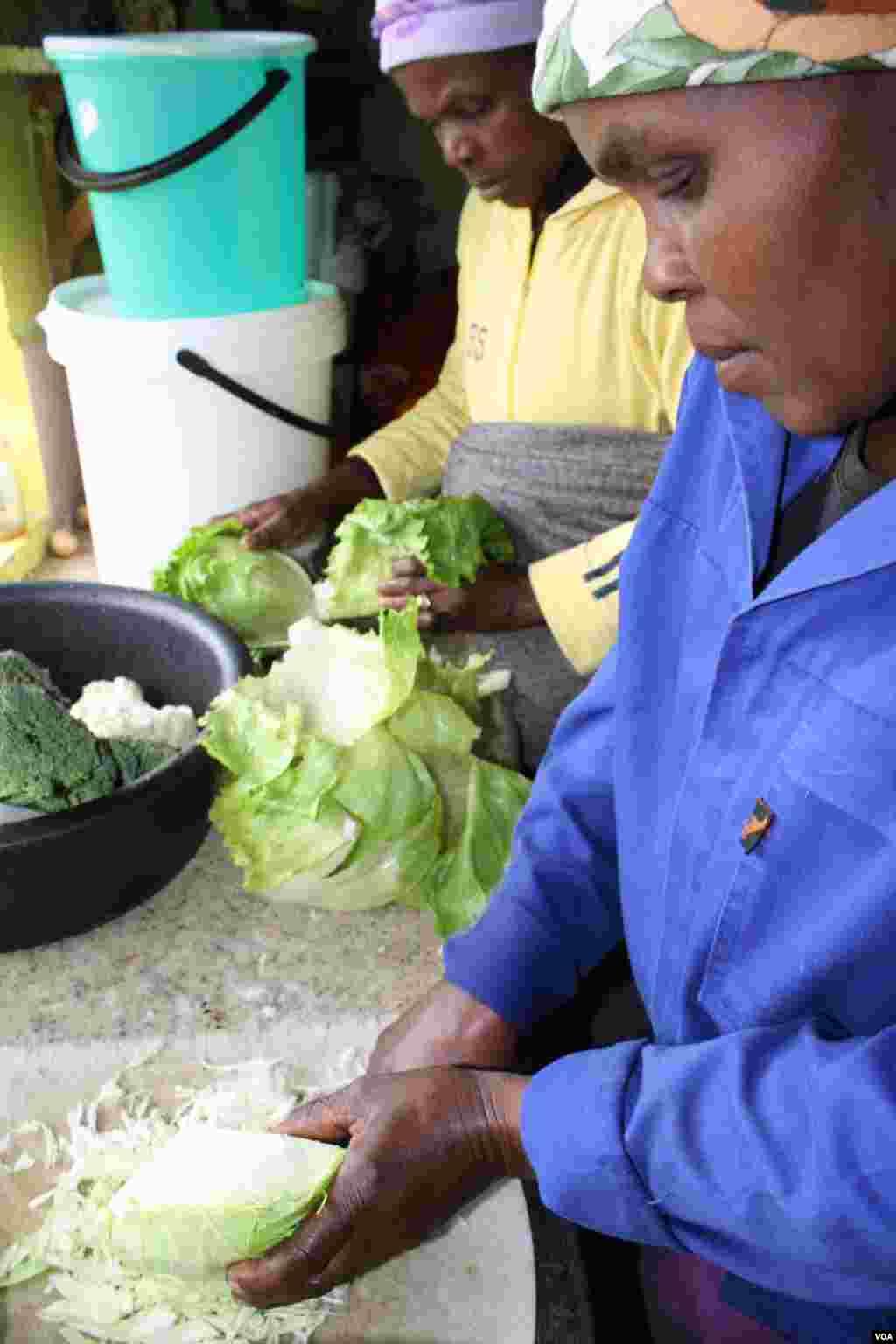 "Hobeni elder Mama ka Blondie says the community is ""terrified"" of Sisa (VOA/ D. Taylor)"