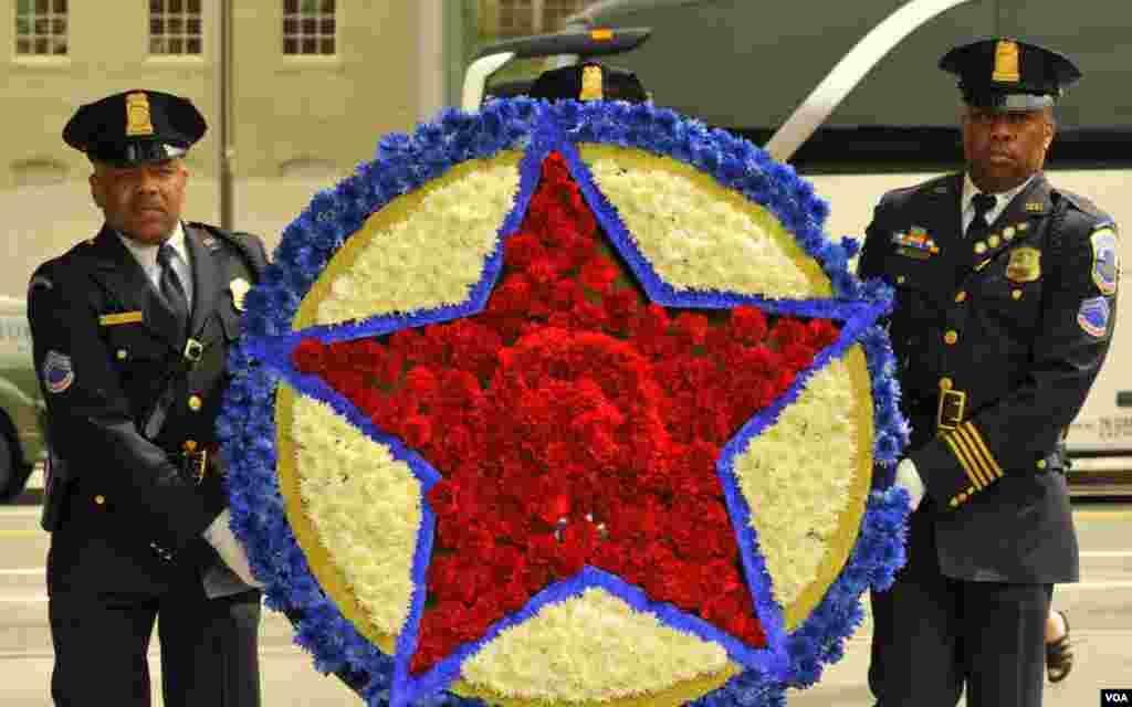 Возложение венка. Национальный мемориал памяти сотрудников правоохранительных органов