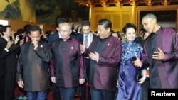 習近平與普京及奧巴馬2014年11月10日出席APEC的資料照。
