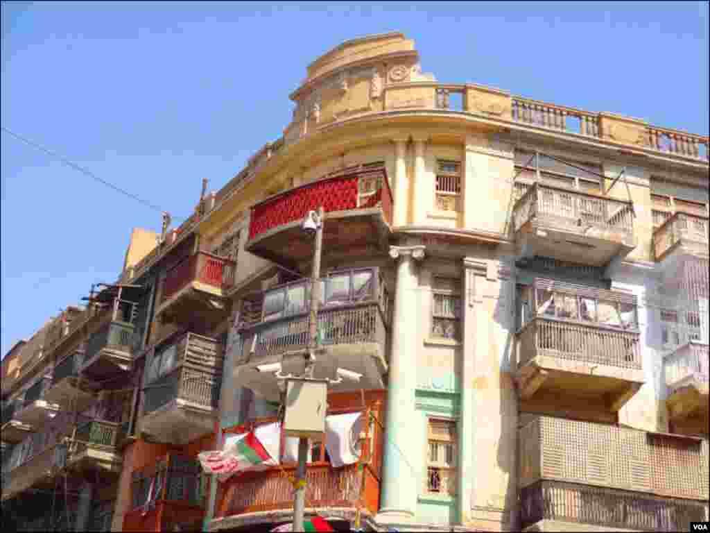 کراچی کے بندر روڈ پر قائم ایک پرانی رہائشی عمارت