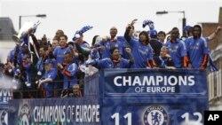 Ðội bóng Chelsea khi đoạt chiết cúp Champions League 2011-2012 (ảnh tư liệu)