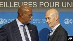 Direktur Jendral WTO (World Trade Organisation) Pascal Lamy (Kanan) dan Duta Perdagangan AS Ron Kirk (Foto: dok).