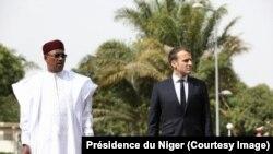 Perezida w'Ubufaransa Emmanuel Macron kumwe na mugenzi we wa Nijeri Issoufou Mahamadou