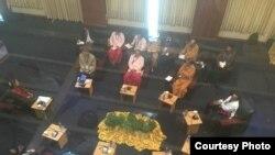 Pemimpin pemerintah de facto Aung San Suu Kyi dan para pemimpim UNFC dalam diskusi terkait perjanjian damai di NRPC, Rangoon. (Photo Credit to Min Zaw Oo)