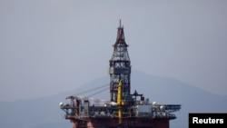 Anjungan minyak yang dioperasikan oleh China National Offshore Oil Corporation (CNOOC) di laut lepas pantai provinsi Hainan paling selatan China, 23 Maret 2018. (Foto: dok).