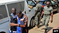 Les hommes arrêtés en lien avec la crise anglophone devant le tribunal militaire de Yaoundé, au Cameroun, le 14 décembre 2018.