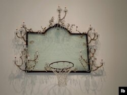 A crystal chandelier shaped as a basketball net by Black American artist David Hammons. (L. Bryant/VOA)