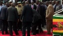 Débat : faut-il montrer ou non la chute de Robert Mugabe ?