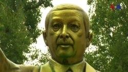 Almaniyada Ərdoğanın qızıl heykəli qoyulub