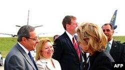 Ngoại trưởng Hoa Kỳ Hillary Clinton đến Uruguay tham dự lễ nhậm chức của Tổng thống tân cử Jose Mujica