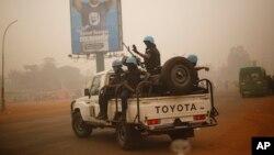 Pasukan perdamaian PBB asal Rwanda melakukan patroli di Bangui, ibukota Republik Afrika Tengah (foto: ilustrasi).