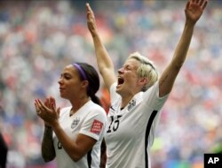 American soccer player Megan Rapinoe joined Kaepernick in protest.