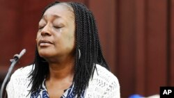 Audrey Batey, the mother of Cory Batey, testifies during her son's sentencing hearing, July 15, 2016, in Nashville, Tennessee.