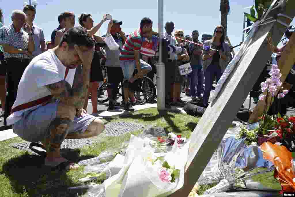اس ٹرک حملے کے بعد ہلاک ہونے والوں کے عزیز و اقارب غم سے نڈھال ہیں۔