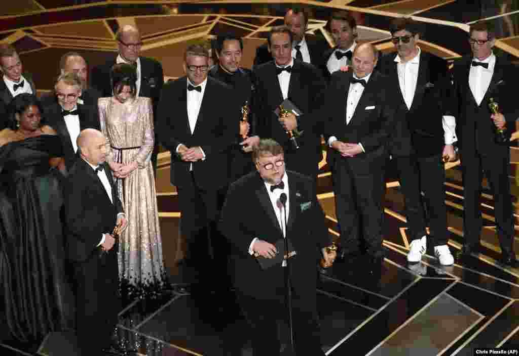 """""""The Shape of Water"""" (A Forma da Água) de Guillermo del Toro ganhou o Oscar para Melhor Filme na edição 90 dos Prémios da Academia das Artes - os Oscares"""