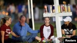 佛州校园枪击案一位遇难者的家人悼念亲人