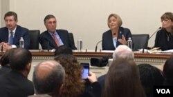 La congresista Ileana Ros Lehtinen participa del foro sobre las amenazas de EE.UU. en el hemisferio oprganizado por el Instituto Interamericano para la Democracia. [Foto: Verónica Balderas Iglesias, VOA].
