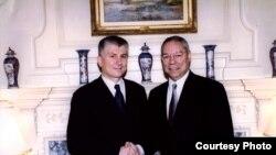 Djindjić sa američkim državnim sekretarom Kolinom Pauelom