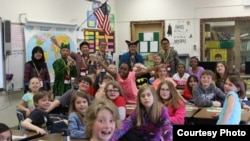 SEAYLP participants introduce Indonesian culture to a classroom at Founders Elementary School (Courtesy: Center for Southeast Asian Studies, NIU)