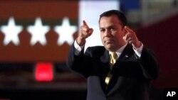 Alvarado inicialmente apoyó la precandidatura presidencial del senador Rand Paul.