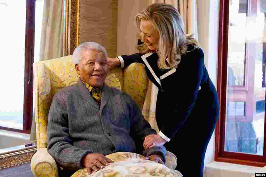 Хиллари Клинтон и Нельсон Мандела. 6 августа, 2012 г.