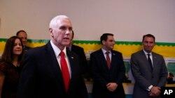 អនុប្រធានាធិបតីអាមេរិក Mike Pence ថ្លែងទៅកាន់មនុស្សនៅមណ្ឌលថ្វាយបង្គំព្រះយេស៊ូ អំពីស្ថានការណ៍ប្រទេសវេណេស៊ុយអេឡា នៅរដ្ឋ Florida កាលពីថ្ងៃទី១ កុម្ភៈ ២០១៩។
