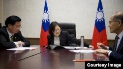 2016年12月蔡英文与特朗普通话 (图片来源:台湾总统府)