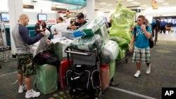 El Departamento del Tesoro dice que la empresa CWT B.V. manejó los viajes de unas 44.000 personas desde y hacia Cuba.