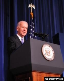 美国副总统拜登在内政部举办的开幕仪式上讲话(将家荣拍摄)