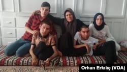 Suriyeli anne Meryem Ömer, dört çocuğuyla birlikte