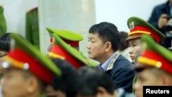 Ông Đinh La Thăng tại tòa án ở Hà Nội.