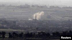 Khói bốc lên sau một vụ không kích tại làng al-Rafeed ở Syria, ngày 7/5/2013.