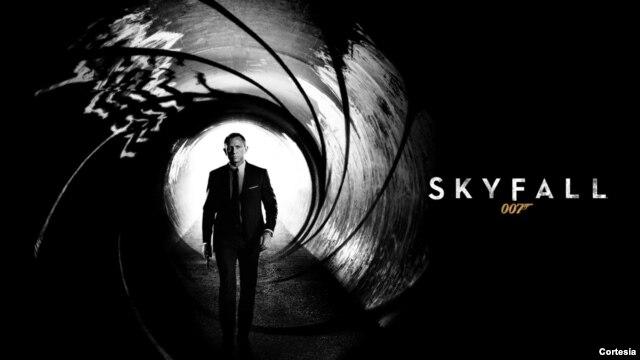 """Pemutaran film James Bond terbaru """"Skyfall"""" meledak di pasaran pada minggu pertama (foto: ilustrasi)."""