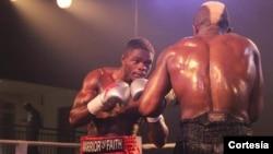 Lutador de boxe profissional Cristiano Ndombassy