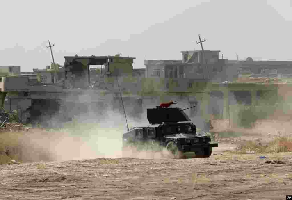 تاہم بعض علاقوں میں داعش کے جنگجوؤں کی طرف سے سکیورٹی فورسز کو مزاحمت کا سامنا ہے۔