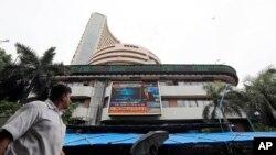 بورس بمبئی (BSE) در بمبئی، هند -- (۱۰ ژوئيه ۲۰۱۴)