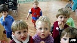 Yabancı Çocuk Evlat Edinen Amerikalılar'ın Sayısı Azaldı