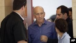 24일 예루살렘의 법원에서 벌금형과 집행유예를 선고받은 에후드 올메르트 전 이스라엘 총리.