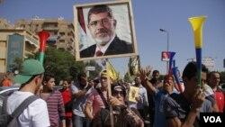 埃及前總統穆爾西的支持者10月11日在首都開羅舉行會議活動。