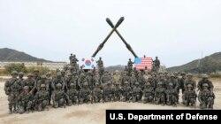 로버트 에이브럼스 한미연합사령관 겸 주한미군사령관이 지난달 25일 포천에서 실시된 한국군 제5포병여단 실사격훈련을 참관했다.