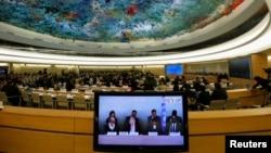 지난 17일 유엔 북한인권 조사위원회가 스위스 제네바에서 열리고 있는 유엔 인권이사회에서 북한의 인권 상황에 대한 보고서를 발표하고 있다. 마이클 커비 조사위원장(화면 왼쪽 두번째)이 발언 중이다. (자료사진)