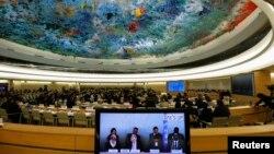 مایکل کربی (نفر دوم از سمت چپ) رئیس کمیسیون تحقیق درباره حقوق بشر در کره، روز هفدهم مارس در ژنو گزارش خود را ارائه کرد.